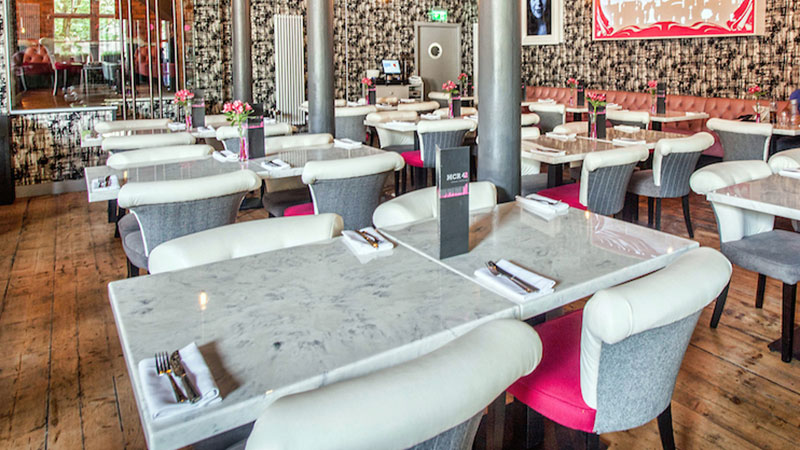 Quartz-Table-Tops-Restaurant
